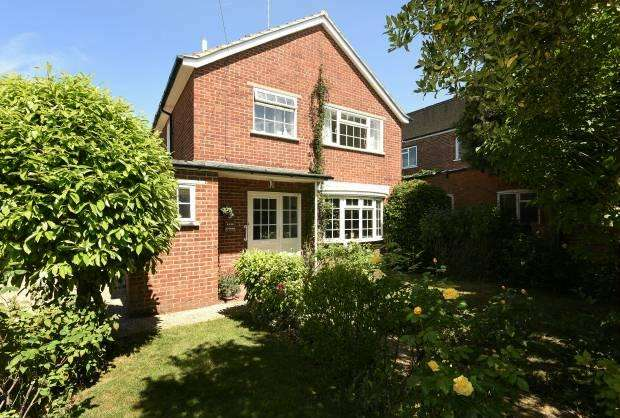 3 Bedrooms House for sale in Elm Road Windsor