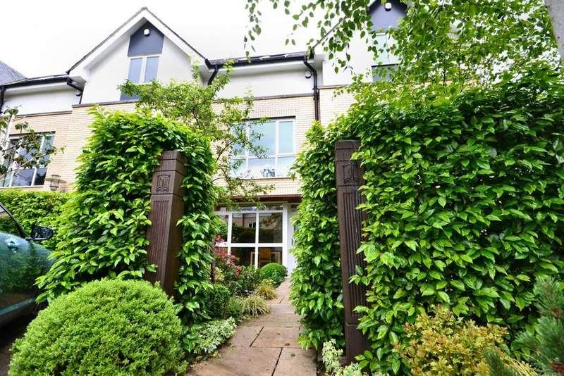 4 Bedrooms Semi Detached House for sale in Dundreggan Gardens, Didsbury