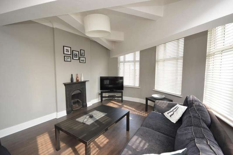 3 Bedrooms Apartment Flat for sale in Above , Above , High Street, Hornchurch, Essex, RM11
