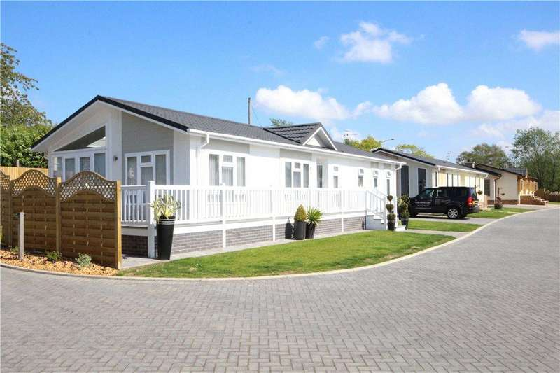 2 Bedrooms Bungalow for sale in Willow Park, Salford Priors, Evesham, Worcestershire, WR11