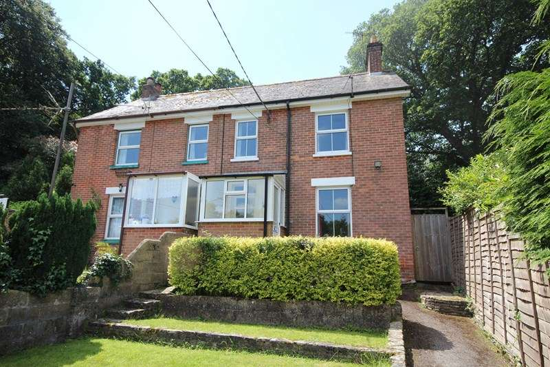 3 Bedrooms Semi Detached House for sale in Hurn Road, Ashley, RINGWOOD