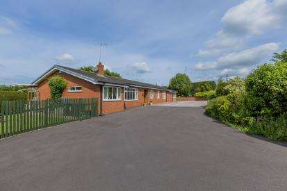 5 Bedrooms Bungalow for sale in Kestrel Drive, Loggerheads, Market Drayton, Staffordshire