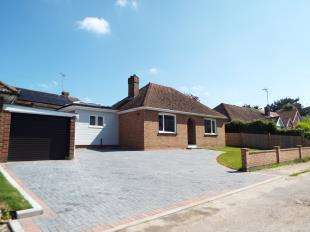 2 Bedrooms Bungalow for sale in Silver Hill Gardens, Willesborough, Ashford, Kent