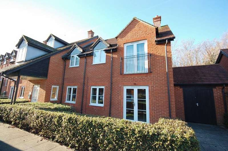 2 Bedrooms Flat for sale in Compton