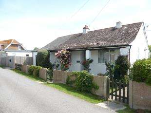 2 Bedrooms Bungalow for sale in Seaway Road, St. Marys Bay, Romney Marsh