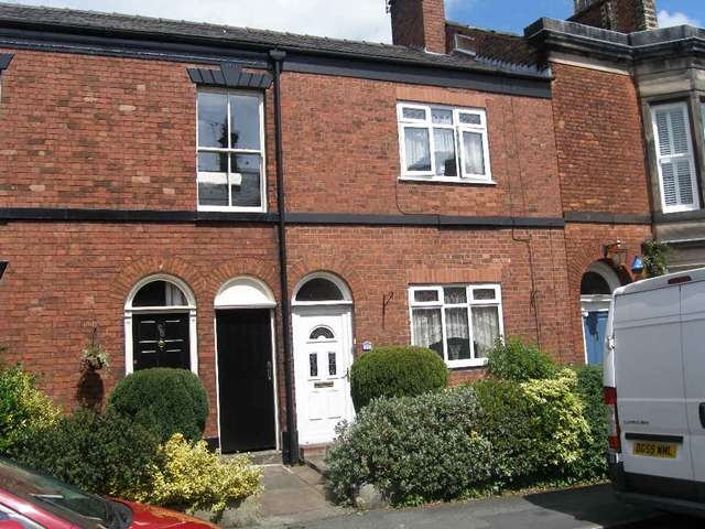 3 Bedrooms Terraced House for sale in 3 bed terraced, Prestbury Road, Macclesfield, close to town centre