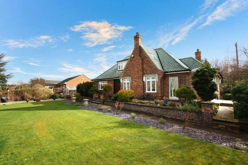 4 Bedrooms Bungalow for sale in Hillside Road, Radcliffe-on-Trent, Nottingham, NG12