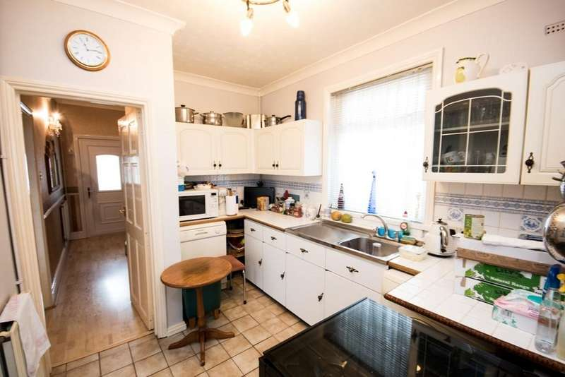 3 Bedrooms Detached House for rent in 58 Shelbourne Road