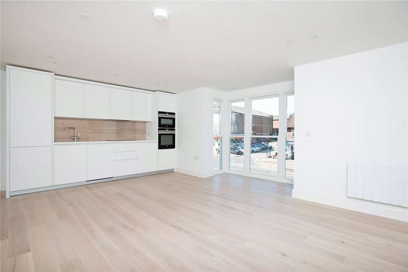 1 Bedroom Flat for sale in King Georges Walk, High Street, Esher, KT10