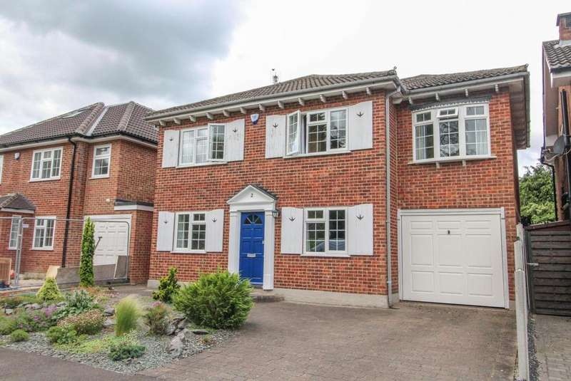 4 Bedrooms Detached House for sale in Salmonds Grove, Ingrave, Brentwood, Essex, CM13