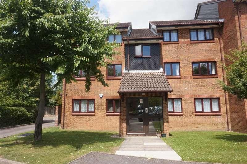 2 Bedrooms Flat for sale in Tudor Close, Hatfield