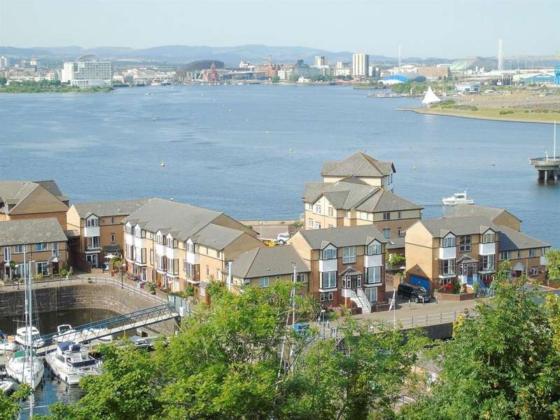 2 Bedrooms Flat for sale in Northcliffe Drive, Penarth