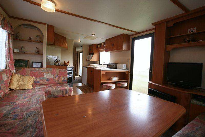 3 Bedrooms Caravan Mobile Home for rent in Brynsiencyn, Anglesey
