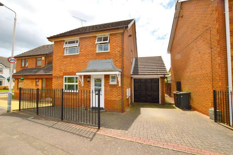 3 Bedrooms Detached House for sale in Chard Drive, Luton, LU3 4EN