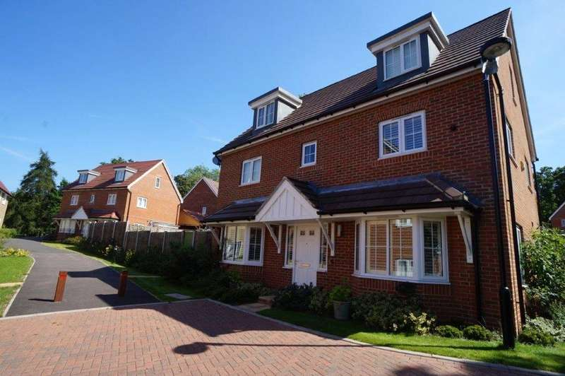 5 Bedrooms Detached House for sale in Harrison Avenue, Longfield, Kent, DA3