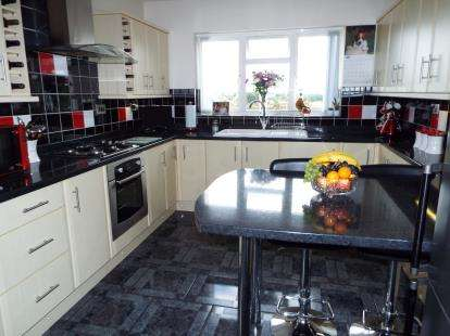 3 Bedrooms Bungalow for sale in Orchard Gardens, Hednesford, Cannock, Staffordshire