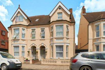 8 Bedrooms House for sale in Grafton Road, Bedford, Bedfordshire