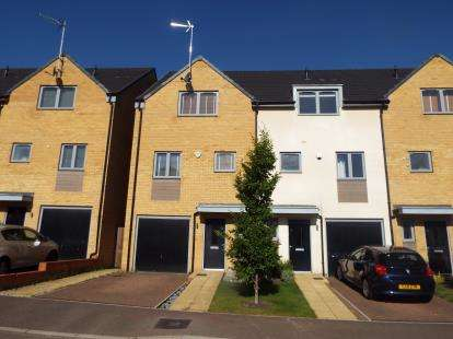 4 Bedrooms Town House for sale in Lulworth Close, Stevenage, Hertfordshire, England