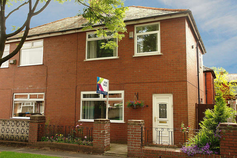 3 Bedrooms Semi Detached House for sale in Jowett Street, Oldham