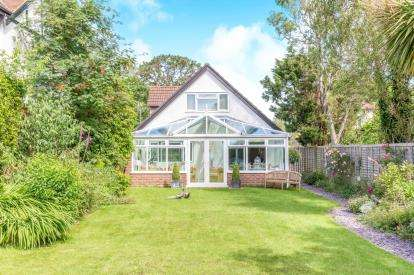 5 Bedrooms Bungalow for sale in Lyndhurst, Hampshire