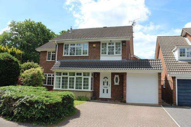 4 Bedrooms Detached House for sale in Lightwater, Surrey