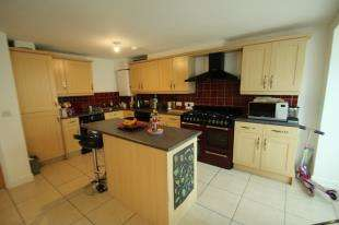 4 Bedrooms Terraced House for sale in Commonwealth Drive, Crawley, West Sussex