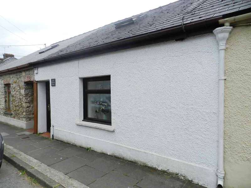 2 Bedrooms Terraced House for sale in Pippin's Couch, City Road, Haverfordwest, Pembrokeshire