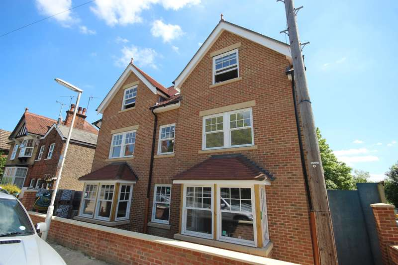 2 Bedrooms Flat for sale in 4 Worth House, Grosvenor Road, East Grinstead, RH19
