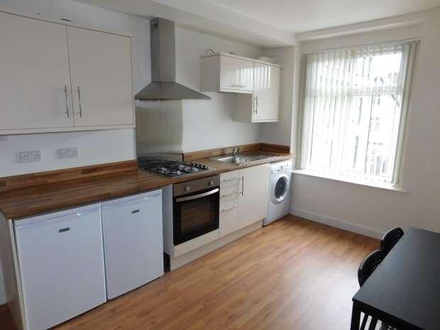 3 Bedrooms Apartment Flat for rent in Primrose Hill, Bradford, BD7
