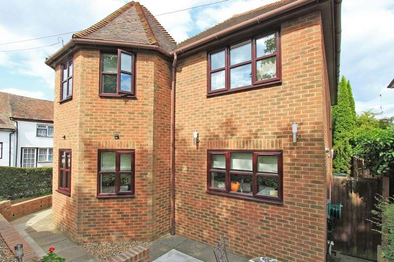 3 Bedrooms Detached House for sale in Bluebell Cottage Warren Road, Southfleet, DA13