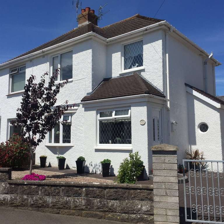 2 Bedrooms Semi Detached House for sale in Rockfields Crescent, Porthcawl