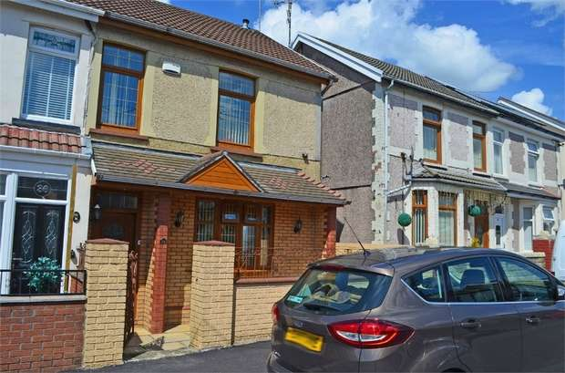 4 Bedrooms Semi Detached House for sale in The Avenue, Tonyrefail, Porth, Mid Glamorgan