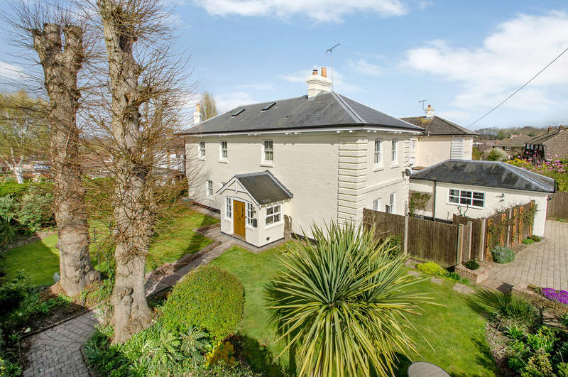 4 Bedrooms Detached House for sale in Purbrook, Hampshire