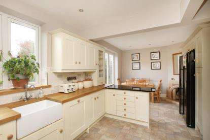 3 Bedrooms Semi Detached House for sale in Lea Road, Dronfield, Derbyshire