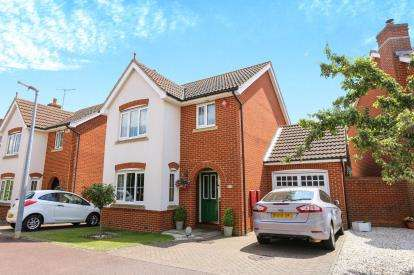3 Bedrooms Detached House for sale in Fennel Drive, Biggleswade, Bedfordshire