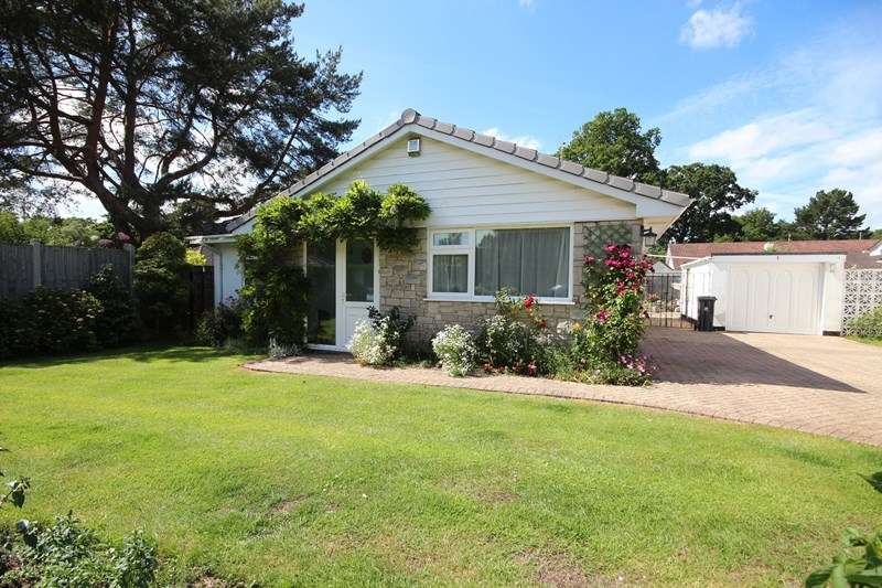 3 Bedrooms Detached Bungalow for sale in Greenwood Copse, St Ives, Ringwood
