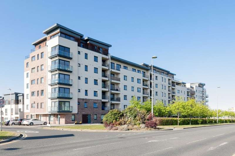 2 Bedrooms Flat for sale in Waterfront Avenue, Edinburgh, EH5 1JD