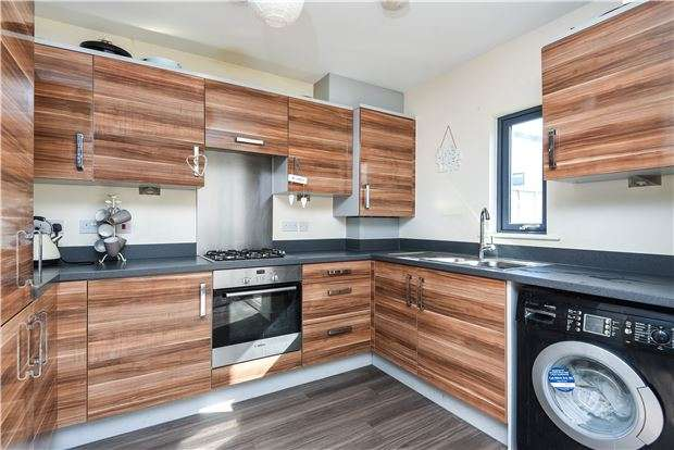 2 Bedrooms Terraced House for sale in Cairns Avenue, London, SW16