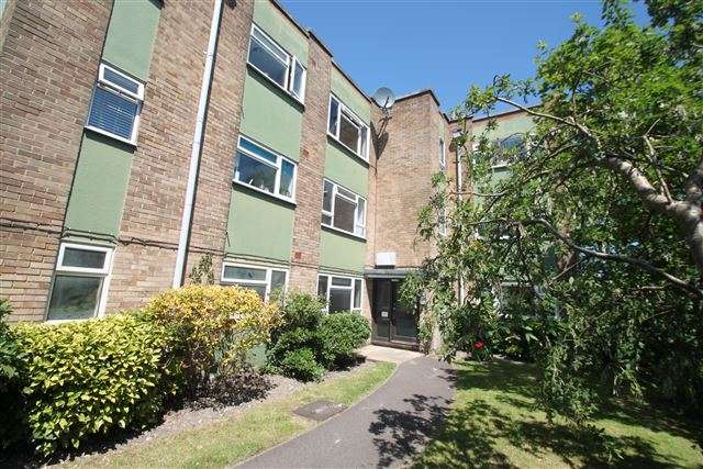 2 Bedrooms Flat for sale in Ditchling Court, Ditchling Road, Brighton, East Sussex, BN1 6JA