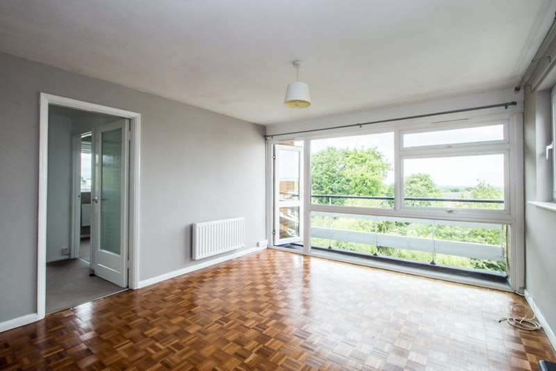 2 Bedrooms Flat for sale in Shirley Road, Wallington, Surrey, SM6
