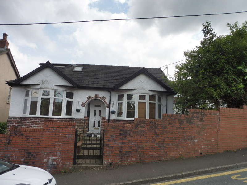2 Bedrooms Detached Bungalow for sale in Blaendare Road, PONTYPOOL