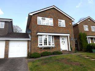 4 Bedrooms Link Detached House for sale in Ghyll Crescent, Horsham