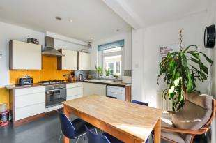 2 Bedrooms Flat for sale in Cheltenham Road, London, Peckham, London