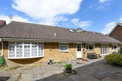 4 Bedrooms Detached Bungalow for sale in High Street, Farnborough Village, Orpington