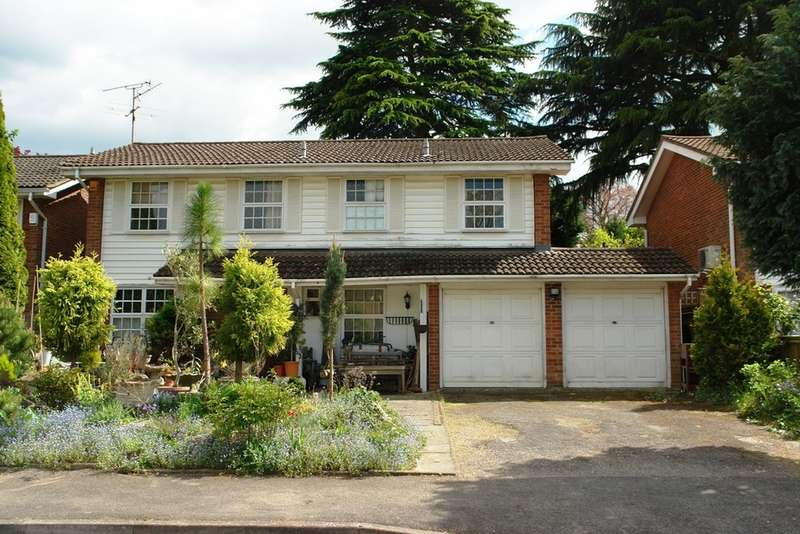 4 Bedrooms Detached House for sale in Malcolm Drive , Southborough , Surbiton