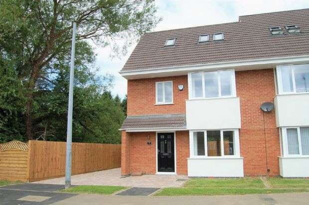 3 Bedrooms Semi Detached House for sale in Greenview Drive, Kingsley, Northampton NN2 7LA