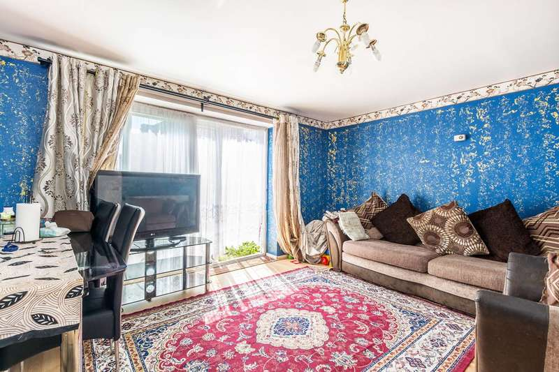 2 Bedrooms Maisonette Flat for sale in Harlech Gardens, Hounslow, TW5