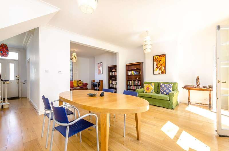 3 Bedrooms Terraced House for sale in Kings Grove, Peckham, SE15