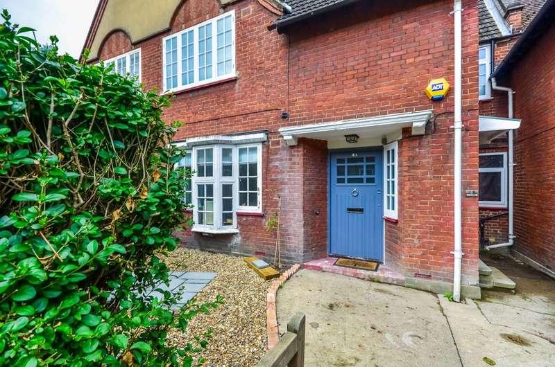 4 Bedrooms Maisonette Flat for sale in Ellerton Road, Magdalen Estate, SW18