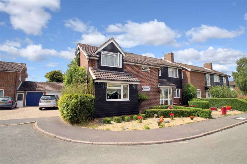 5 Bedrooms Detached House for sale in Ash Grove, Capel St Mary